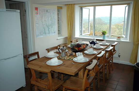 Kitchen dining llwyn y fron for Llwyn y brain dining room