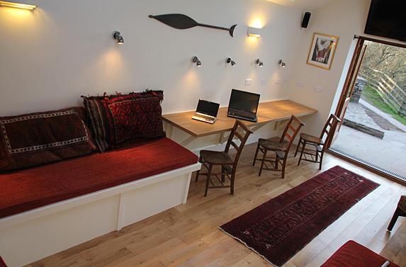 Garden studio llwyn y fron for Llwyn y brain dining room